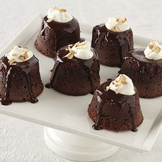 Individual Chocolate-Amaretto Lava Cakes Recipe Ingredients 1 cup Ghirardelli® Cacao Bittersweet Chocolate Baking Chips cup heavy or whipping cream 3 tablespoons amaretto cup butter 2 eggs plus 2 egg yolks cup sugar cup cake flour Gourmet Desserts, Just Desserts, Delicious Desserts, Yummy Food, Mini Desserts, Christmas Desserts, Lava Cake Recipes, Lava Cakes, Dessert Recipes