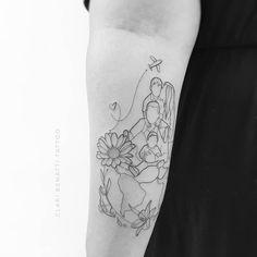 Mother And Baby Tattoo, Mother Tattoos, Baby Tattoos, Family Tattoos, Flower Tattoos, New Tattoos, Tattoos With Kids Names, Tattoos For Daughters, Motherhood Tattoos