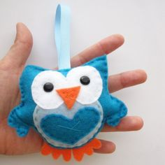 Felt Owl Ornament, cute blue Mini Owl, Light blue and aqua blue. He is perfect as a small toy, Birthday gift or party favor. It is totally hand-stitched and could be use as a baby shower party favor.%0A