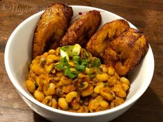 Black-Eyed Peas stew with sweet fried plantains. Pea Recipes, Vegetable Recipes, Vegetarian Recipes, Healthy Recipes, Vegetarian Wonton, Healthy Food, Dinner Recipes, Sweet Fried Plantains, African Stew