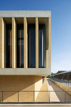 Image 17 of 23 from gallery of Sainsbury Laboratory / Stanton Williams. Photograph by Hufton+Crow Contemporary Architecture, Interior Architecture, Fascist Architecture, Civil Engineering Projects, Stanton Williams, Interior Design Examples, Tower Building, Site Plans, Modern Exterior