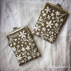 かばんの中に入っていると、ちょこっと嬉しいものを作りたいです♪ #刺繍 #刺しゅう #カードケース #ウール刺しゅう #atelierdenora