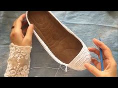 Making White Knit Boots Part 1 – Typical Miracle Crochet Sandals, Crochet Shoes, Crochet Slippers, Crochet Clothes, Crochet Baby, Knit Crochet, Striped Espadrilles, Knit Boots, Shoe Pattern