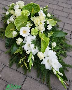 Casket Flowers, Grave Flowers, Church Flowers, Funeral Flowers, Sunflower Wedding Centerpieces, Wedding Car Decorations, Flower Bouquet Wedding, Flower Decorations, Tropical Flower Arrangements