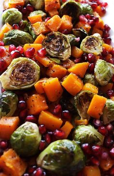 Roasted Butternut Squash and Brussels Sprouts. simple, healthy, side dish for your Thanksgiving table! We LOVE this recipe in the fall! Roasted Butternut Squash and Brussels Sprouts with Pomegranate Healthy Thanksgiving Recipes, Gluten Free Thanksgiving, Thanksgiving Side Dishes, Easy Healthy Recipes, Healthy Drinks, Fall Recipes, Holiday Recipes, Vegetarian Recipes, Thanksgiving Cakes