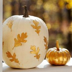 Inside the Brick House: Decorating for Halloween or Fall with carved, drilled, Sharpied or painted pumpkins.these pumpkin ideas will for sure be the focal point of your Halloween decorations and/or harvest displays. White Pumpkins, Painted Pumpkins, Fall Pumpkins, Halloween Pumpkins, Halloween Crafts, Happy Halloween, Painted Leaves, Halloween Ideas, Wedding Pumpkins