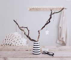 DIY Christmas tree decorations made of cornflour and soda - Simple white Christmas decoration by bohoandnordic - Best Christmas Presents, Diy Christmas Tree, A Christmas Story, White Christmas, Christmas Tree Decorations, Boho Diy, Boho Decor, Dorm Decorations, Halloween