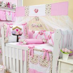Só os passarinhos podem trazer leveza e elegância para a decoração do quarto de bebê! Por isso o Kit Berço Passarinhos Rosa vai deixar a decoração do quarto de bebê ainda mais especial!