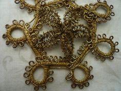Français or métallisé Applique pièce antique, brodé de fil doré décoration, Passementerie Français.