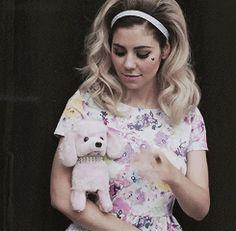 Marina (GIF)