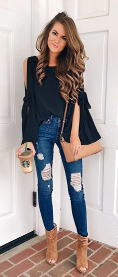 40 Classy Fall Outfits To Copy ASAP 2019 Black Cold Shoulder Top Ripped Skinny Jeans The post 40 Classy Fall Outfits To Copy ASAP 2019 appeared first on Outfit Diy. Classy Fall Outfits, Fall Winter Outfits, Casual Outfits, Spring Outfits, Classy Jeans Outfit, Casual Shoes, Winter Wear, Black Skinny Jeans Outfit Night, Black Jeans