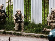 Austrian Jagdkommando and Slovak special forces conducting a joint training operation. May, 2015 Special Forces, Army, Military, Training, Gi Joe, Work Outs, Excercise, Onderwijs, Race Training