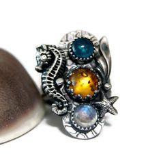 Piedra preciosa única declaración anillo, anillo de piedra lunar Seahore, sirena reina, anillo gitano, artesanal joyas de TazziesCustomJewelry en Etsy https://www.etsy.com/es/listing/457786270/piedra-preciosa-unica-declaracion-anillo