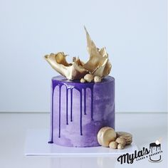"""45 vind-ik-leuks, 3 reacties - Myla's Cakes And Desserts (@mylascakesanddesserts) op Instagram: '""""For my husband's 50th birthday, I want to celebrate how he has a golden heart so I wanted some…'"""