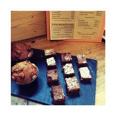 Il y a des brownies au chocolat des muffins aux fruits secs et même de la tarte aux poires je suis sûre que vous serez tenté par un des trois pour le goûter !  Cafe-boutique ouvert aujourd'hui  jusqu'à 18h30.  #creationfrancaise #homemade #libellule #libellule67600 #alsace #selestat #monalsace #3ruedu17novembre  #cafeboutique #cafe #deco #madeinfrance #fabriqueenfrance #cafeboutique #conceptstore #kidstore #brownies #muffins #tarte #tartepoire #gouter #kusmi #kusmitea