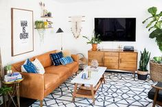 boho living room design - how to get this style. A bit too busy for me but love the feel of the room Light Brown Couch, Brown Leather Couch Living Room, Leather Couches, Boho Living Room, Living Room Decor, Bohemian Living, Living Room Inspiration, Living Room Designs, Interior Design