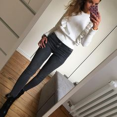 Taille haute ✔️ outfit#ootd#dailylook#dailypost#dailyoutfit#dailypost#instalook#instafashion#fashionpost#fashiondiaries#fashionblogger#wiwt#picoftheday pull/jean#zara bottines#maje