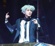 #silverhair #chanyeol #pcy #parkchanyel #exochanyeol #exo #チャニョル #灿烈 #朴灿烈 #찬열 #박찬열 #kpopstar #Koreanstar #Kpop #kpopidol #DJ #Blacksuit