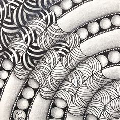 Reticula and Fragments were introduced by Rick Roberts and Maria Thomas (founders of Zentangle) in their book Zentangle Primer Volume Reticula are simply frameworks in which to place pattern fra… - Ideas In Crafting Dibujos Zentangle Art, Zentangle Drawings, Doodles Zentangles, Doodle Drawings, Doodle Zen, Art Doodle, Tangle Doodle, Doodle Patterns, Zentangle Patterns