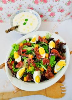 Vegyes saláta bazsalikomos-fokhagymás öntettel Cook Books, Vegetarian Meals, Cobb Salad, Diet Recipes, Bacon, Cooking, Projects, Food, Red Peppers