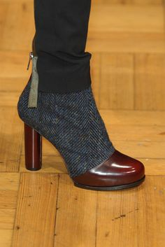 stunning booties in wine My Unique Style, My Style, Bootsy Collins, Blue Suede Shoes, Shoe Gallery, Killer Heels, Paul Smith, Pattern Fashion, Bootie Boots
