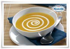 La crema de calabaza es probablemente una de las recetas de sopas y cremas que más agradan a los niños, ya que el suave y dulce sabor de esta hortaliza la hacen muy agradecida para el delicado p