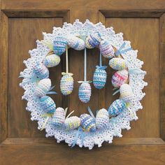 Free Happy Easter Wreath crochet pattern using Lily Sugar'n Cream. Delicate eggs and ribbon surround this lacy Easter wreath. It's the springtime décor piece to make any door look warm and inviting, especially with the Easter Bunny on its way! Crochet Easter, Easter Crochet Patterns, Crocheting Patterns, Crochet Wreath, Crochet Crafts, Crochet Projects, Crochet Decoration, All Free Crochet, Diy Weihnachten