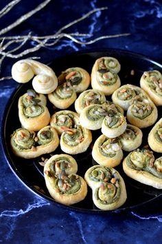 Tökmagkrémes csiga - Kifőztük Vinaigrette, Baked Potato, Smoothie, Potatoes, Baking, Ethnic Recipes, Food, Pizza, Potato