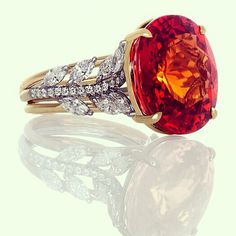 Handcrafted ring in platinum and 18kt yellow gold containing a dazzling 24.05ct GIA certified spessertite (mandarin) #garnet