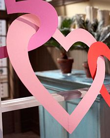 Turn basic construction paper into a Valentine's Day garland in a few simple steps.