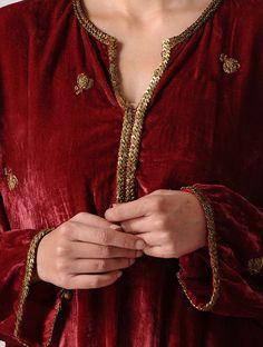Maroon Silk Velvet Kurta with Embroidery Velvet Pakistani Dress, Pakistani Party Wear Dresses, Shadi Dresses, Pakistani Wedding Outfits, Bridal Outfits, Kurti Embroidery Design, Embroidery Fashion, Embroidery Dress, Pakistani Designer Suits