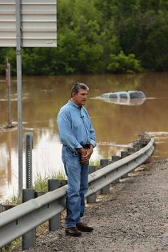 Senator Joe Manchin tours 2016 flood area