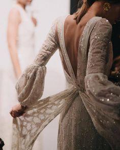 Unconventional Wedding Dress, Amazing Wedding Dress, Backstage, Wedding Inspiration, Style Inspiration, Fashion Show, Fashion Design, Fashion Fashion, Fashion Women