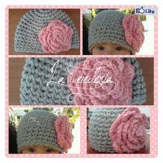 Hat crochet, gorro tejido con rosa