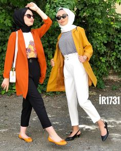 L'image contient peut-être : une personne ou plus, personnes debout, chaussures et plein air Hijab Casual, Hijab Style, Modern Hijab Fashion, Muslim Fashion, Muslim Girls, Muslim Women, Simple Outfits, Casual Outfits, Fashion Outfits