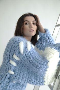 Knitted Coat Pattern, Knit Cardigan Pattern, Thick Sweaters, Wool Sweaters, Diy Blankets No Sew, Felt Food Patterns, Felt Cupcakes, Yarn Sizes, Coat Patterns