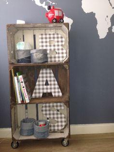 #fruitkistje #kastje #diy #jongenskamer #boysroom Kids House, Kids Bedroom, Bookcase, Shelves, Space, Inspiration, Home Decor, Tin Cans, Floor Space