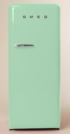 Retro Smeg Refrigerator http://rstyle.me/n/ekfngr9te