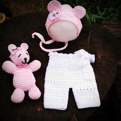 Conjunto confeccionado em crochê em fio importado antialérgico  Detalhes lacinhos e renda  Cor rosa/branco ( pode ser confeccionado em outras cores meninas ou meninos)  Tamanhos RN/ 1 a 3/3 a 6 meses