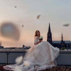 Ich mache mir mein Kleid, so wie es mir gefällt! Mit der MixMe Kollektion von LeMoos bei www.weddingparadise.at 365 Tage, jeden Tag ein anderes Brautkleid! \♥ #weddingparadise #wedding #love #individual #createyourdress #bride #lemoos #instabraut #braut #brautkleid #hochzeitsinspiration #bestweddings #miXme #mixandmatch #systembrautmode #weddingdress #mixyourdress #hochzeitskleid #traumkleid #dressoftheday #marriage #hochzeit #brautmode #heiraten #spitze #tüll #sayyestoyourdress Wedding Dresses, Fashion, Dress Wedding, Marriage Dress, Getting Married, Lace, Bridle Dress, Bride Dresses, Moda