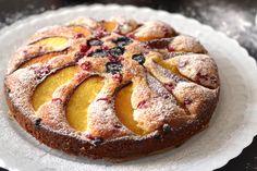 Gyümölcsös piskótatorta recept: http://aprosef.hu/gyumolcsos_piskotatorta_recept