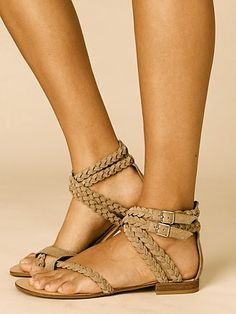 Desert Braided Sandals, what cute sandals Cute Shoes, Me Too Shoes, Trendy Shoes, Casual Shoes, Look Fashion, Fashion Shoes, Fashion Men, Latest Fashion, Fashion Ideas