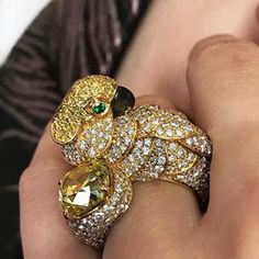Close up of last night's post. 'Les Oiseaux Libres' ring by Cartier, set with a Fancy Intense yellow diamond of 4.61 carats, internally flawless. Magnificent Jewels, Geneva 16 May.  Image by Flourish Digital @natashagw   @christiesjewels @christiesinc #christiesjewels #christiesinc  #christies #yellowdiamond #diamond #onyx #emerald #ring @cartier #geneva