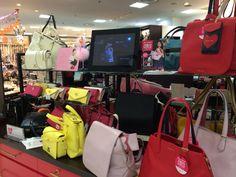 財布やバッグのショップ「AMA」では、ガールズコレクションバッグが登場しています!