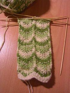 Olen tehnyt aika monia polvekeraitasukkia, joten päätin kaikkien iloksi ja ohjeen etsimisen helpottamiseksi julkaista ohjeen blogissani. M... Knitting Stitches, Knitting Socks, Knitting Patterns, Knitting Ideas, Knit Socks, Drops Design, Handicraft, Mittens, Stitch Patterns