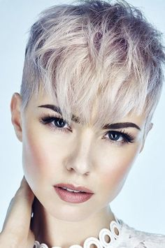 The Geode hair coloring is beautiful hair trends. There are so many hair trends and the hair color ideas. Short Hair Undercut, Undercut Hairstyles, Pixie Hairstyles, Pixie Haircut, Short Hair Cuts, Pixie Cuts, Classic Hairstyles, Hairstyle Short, Short Pixie