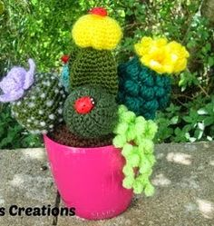 Dony's Creations by Donatella Saralli: Composition succulents _ pattern free Italian Crochet Cactus, Crochet Flowers, Cacti And Succulents, Cactus Plants, Cactus Pot, Halloween Pumpkins, Crochet Patterns, Amigurumi Patterns, Free Pattern