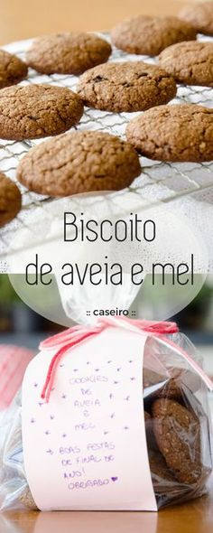 Biscoitos caseiros de aveia e mel, com um toque de cacau e açúcar mascavo para adoçar, estes biscoitinhos caseiros são infinitamente mais gostosos que os industrializados! #biscoito #cookie #aveiaemel #receita