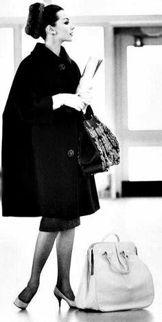 moda Vintage Fashion and Glam - - Vintage Fashion and Glam Vintage Fashion and Glam Vintage Vogue, Vintage Glamour, Vintage Beauty, Moda Retro, Moda Vintage, 1950s Style, Foto Fashion, Fashion History, Dress Fashion