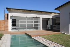 Earp Construction develops and sells properties in George on the Garden Route in South Africa. There are a range of design styles and sizes to suit your budget.